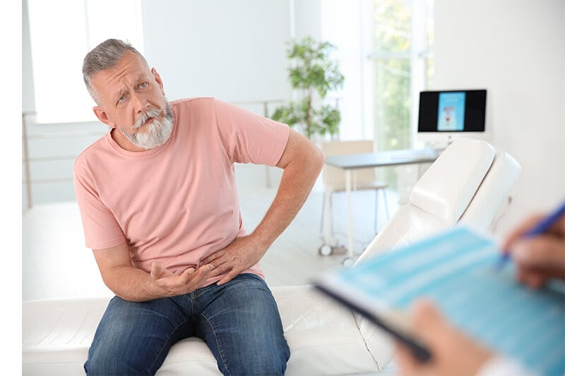 Beckenbodenschmerzen: Mann beim Arzt.