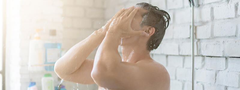 Mit guter Körperhygiene lässt sich einer Prostataentzündung beim Mann vorbeugen.