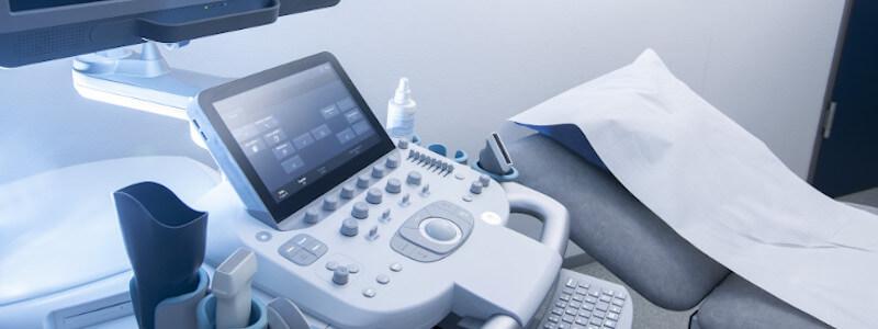 Ein Ultraschall-Gerät, mit dem Ärzte eine transrektale Untersuchung der Prostata durchführen.