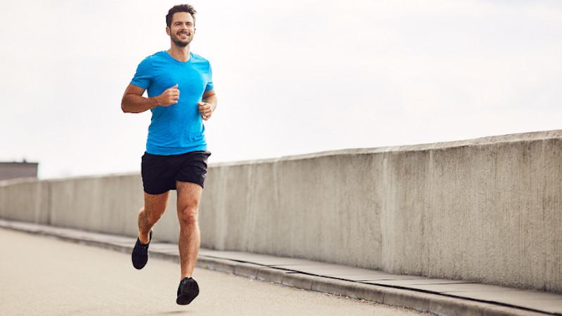 Auch regelmäßiger Sport wie Joggen ist häufig Bestandteil der Prostatitis-Therapie.